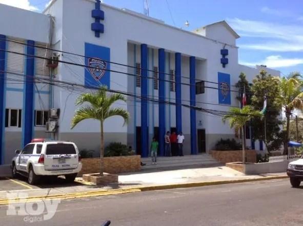 La Dirección Regional Este de la Policía informó el apresamiento de un vigilante privado que asaltó a un supervisor de una estación gasolinera cargando con 400 mil pesos.
