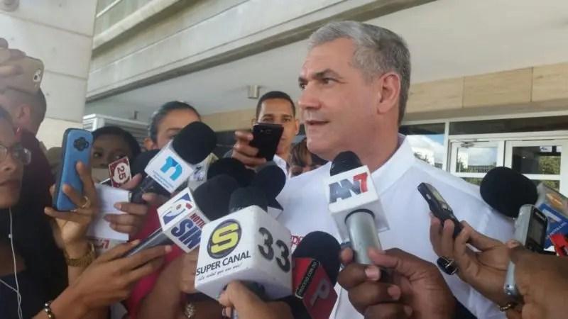 El ministro de Obras Publicas Gonzalo Castillo.