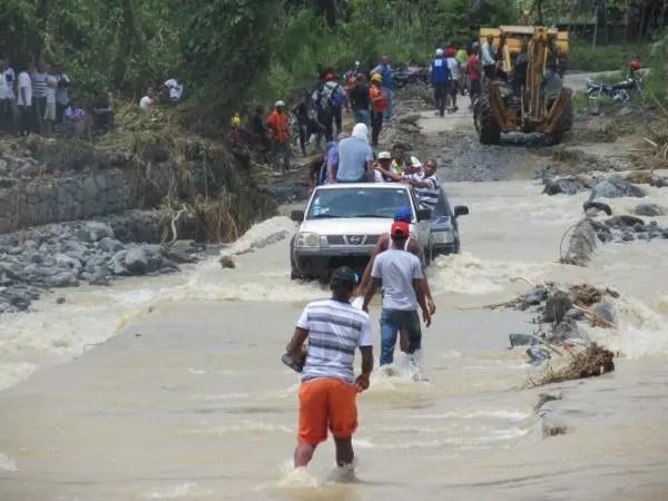 Desborde de rio Haina, Villa Altagracia, República Dominica.