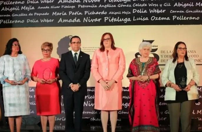 Durante el conclave, se reconocieron a mujeres de gran trayectoria política.