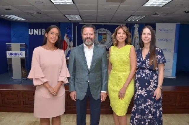 Gianna D Oleo, Eduardo Cruz, Maribel Medina y Karla Portela