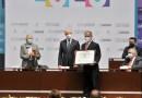 Recibe medalla #EdoMex el taekwondoín Óscar Mendiola