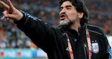 El #Maradona poeta y el Maradona Mundano