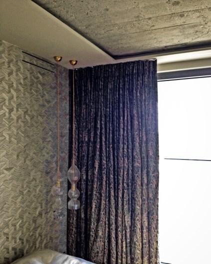 Handgesäumte Jim Thompson Vorhänge und Arte Tapeten für ein Penthouse in München