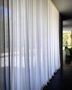 Handgesäumte, transparente Wollvorhänge für ein Privathaus