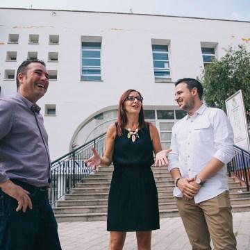 Maria Josep Amigó, l'alcalde, Emilio Morales, i altres regidors durant la visita a Xiva_03