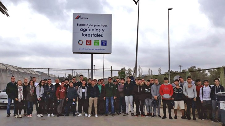 Alumnos del IES La Hoya de Buñol harán prácticas en un vivero impulsado por CEMEX