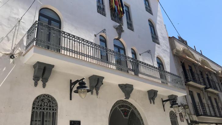 Terminan las obras de reparación del balcón del Ayuntamiento de Buñol