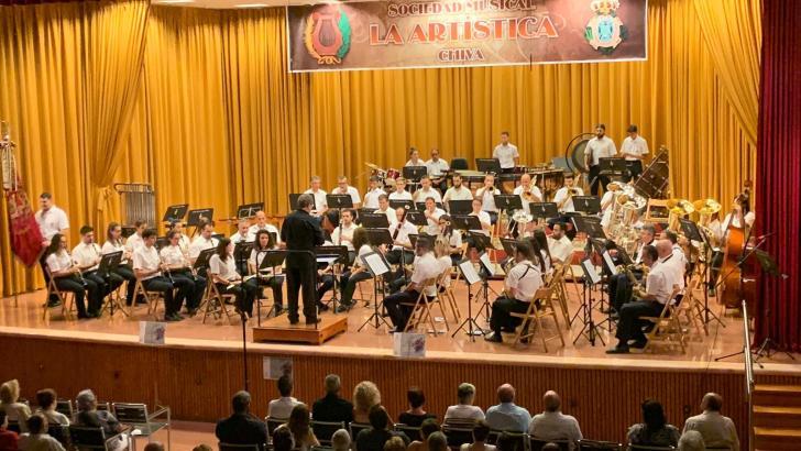 Gran concierto de intercambio de 'La Artística' de Chiva y la 'Unión Musical' de Yátova
