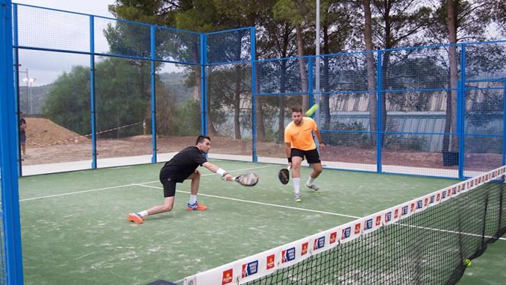 El pádel se une a la semana deportiva de la raqueta en Buñol
