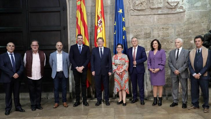 Los representantes de la Asociación Buñol-Cullera-Llíria son recibidos por Ximo Puig