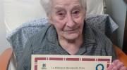 La chivana Mercedes Tomás, socia de honor de la biblioteca a sus 102 años