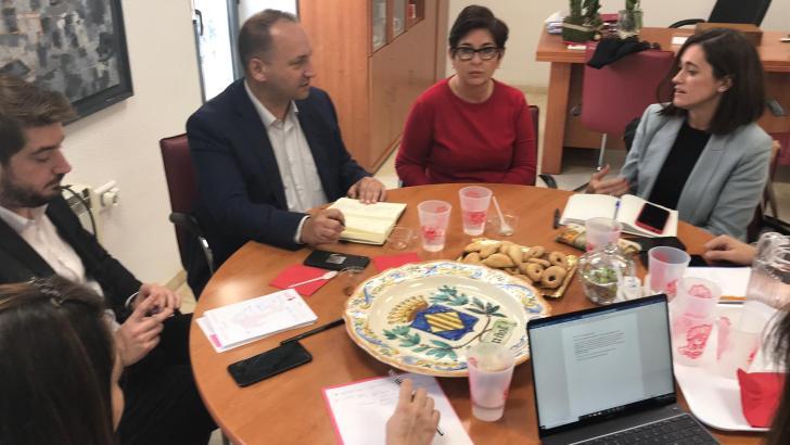 Buñol y la Conselleria trabajan para mejorar la estrategia de la localidad en materia de vivienda y sostenibilidad