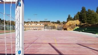 El Ayuntamiento de Buñol finaliza la nueva pista polideportiva y mejora los frontones