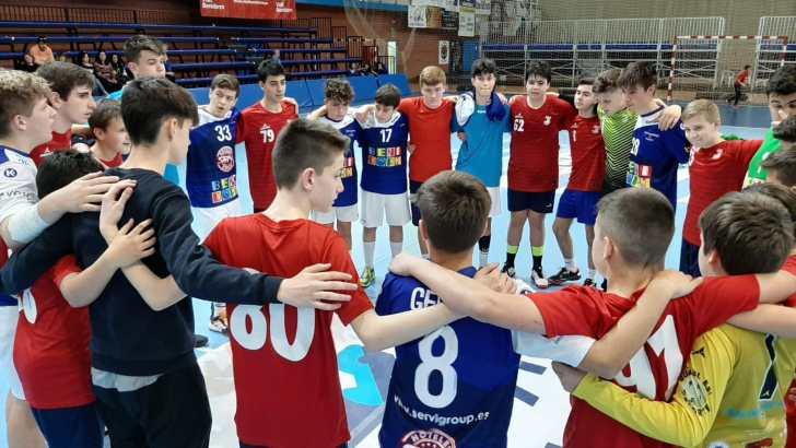 El equipo infantil masculino del Club Balonmano Buñol vence al Benidorm en su primer partido del Campeonato Autonómico