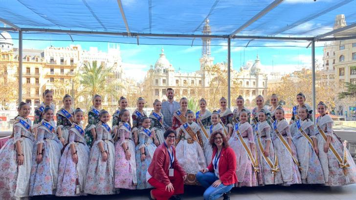 La «Mascletà» de Valencia se tiñe de rojo con «La Tomatina» de Buñol