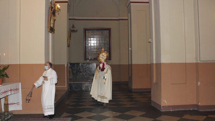 Las parroquias de Buñol celebran el Corpus Christi con medidas de seguridad