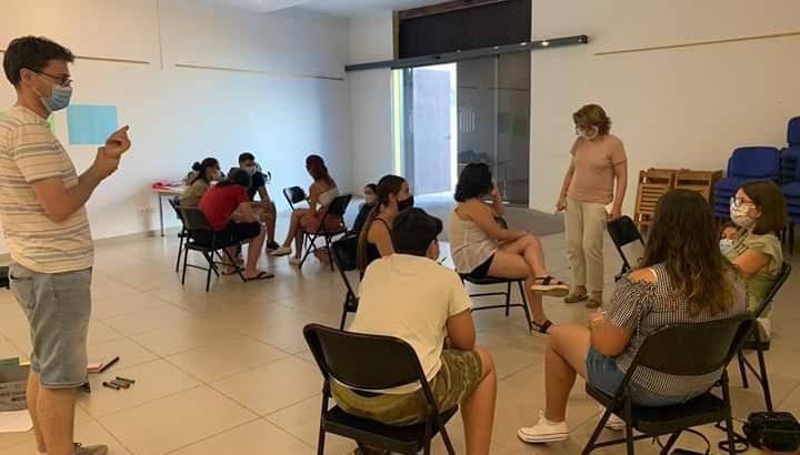 Los jóvenes de La Hoya colaboran en los primeros pasos de un nuevo proyecto de Xarxa Salut sobre bienestar e imagen corporal