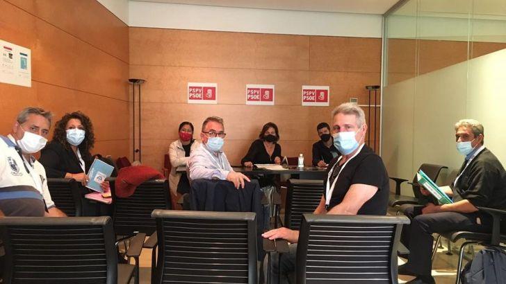 La Plataforma Pro Hospital se reúne con los portavoces de los grupos parlamentarios en Les Corts