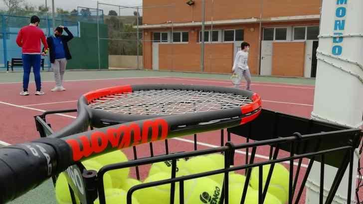 Buñol Es Deporte vuelve con grupos de tenis y pádel para pequeños