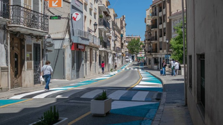 Chiva ya ha realizado la primera actuación de urbanismo táctico para recuperar espacio peatonal en el centro urbano