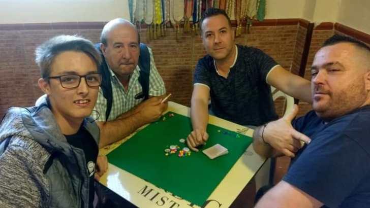 La Concejalía de Deportes del Ayuntamiento de Buñol y la Falla El Prado colaboran en el I Campeonato de Truc este sábado en la Sala El Mercado