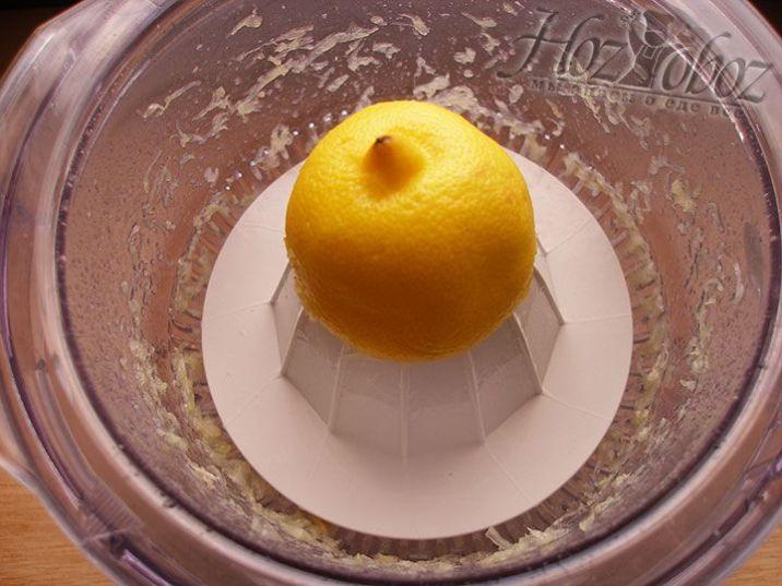 Для крема прежде всего выжимаем сок лимона