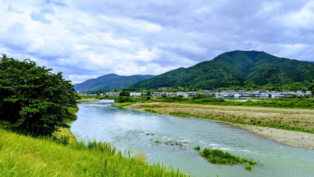 保津川と牛松山