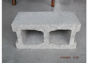 二手其它出售,圍牆磚,方型化糞池,公園路磚,圍牆板,玩具,巖面磚,預鑄水泥陰井,佰歲磚,家具與園藝,方型化糞池,麵包磚,大臺北二手傢俱-空心磚100元 - 591居家/家具