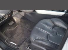 Beifahrersitz Auto aus schwarzem Leder sauber und wie neu nach der Autoaufbereitung von HplusB Design.