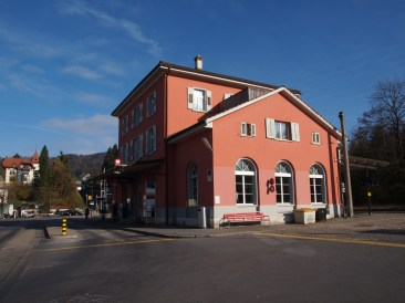 Bahnhof S26 - bald im Halbstundentakt nach Rüti oder Winterthur