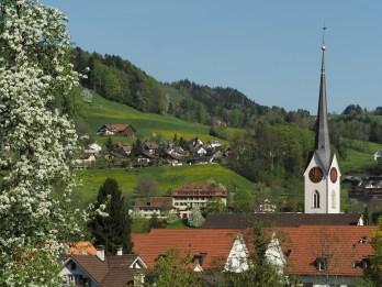 Reformierte Kirche und Altersheim