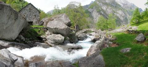 Fiume Calnègia in Puntid kurz bevor das Wasser fast 100m in die Tiefe stürzt