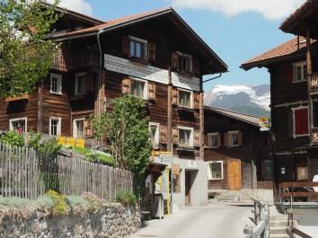 Dorfkern des Walserdorfes mit Haussprüchen