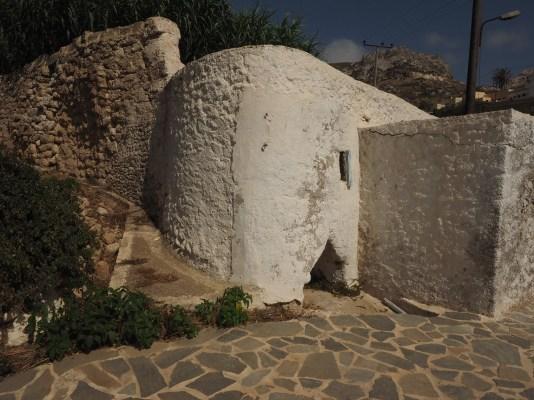 Arkasa - altes Mühlengebäude (mit vertikaler Achse)