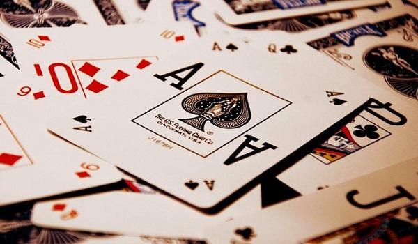 Làm thế nào để học chơi bài?