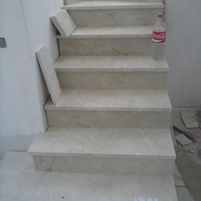 escalera mármol