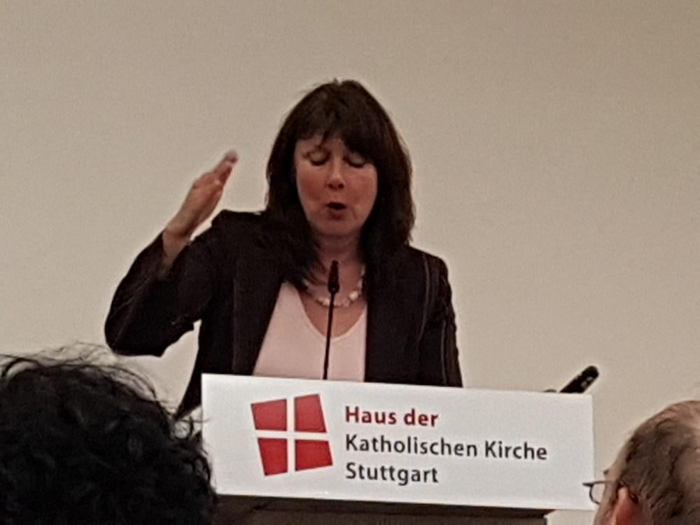 Frau Prof. Dr. Greif, Insitut für Pesonalmanagement an der Fachhochschule Nordwestschweiz hält einen packenden Vortrag über lebensphasenorientierte Personalentwicklung