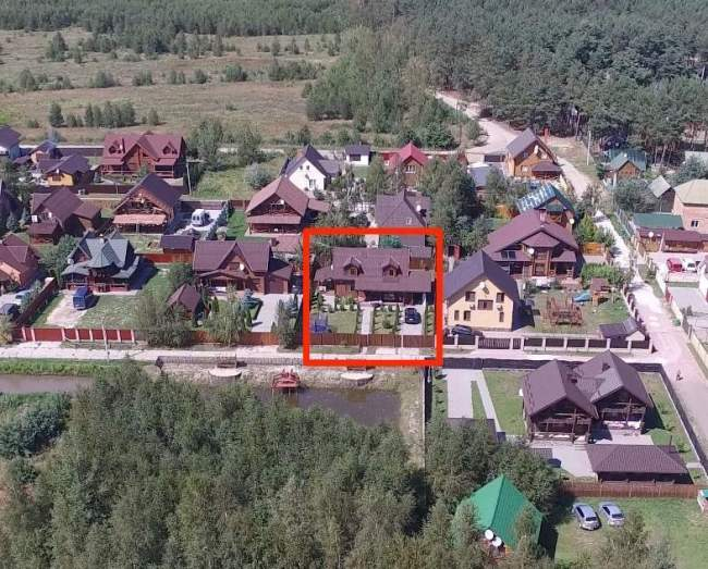 Будинок на території Олега Борбелюка