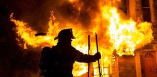 В Одессе загорелась квартира. Видео