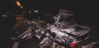 Смертельное ДТП под Киевом: BMW на бешеной скорости влетела под фуру и загорелась
