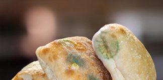 Врачи предостерегли об опасности плесени на хлебе