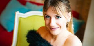 Леся Никитюк показала, кто делает ей массаж в гримерке