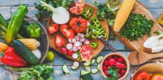 Врачи подсказали, какие продукты желательно есть летом
