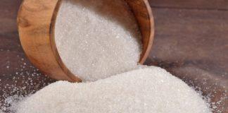 Врачи рассказали о вреде сахара в летнюю жару