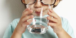 Врач назвала правила приема воды