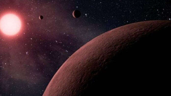 Distant alien planet with three red suns discovered