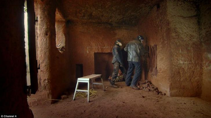 Бизнесмен построил дом своей мечты в пещере. Фото