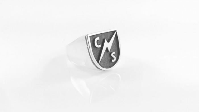 Майли Сайрус получила от возлюбленного необычное кольцо