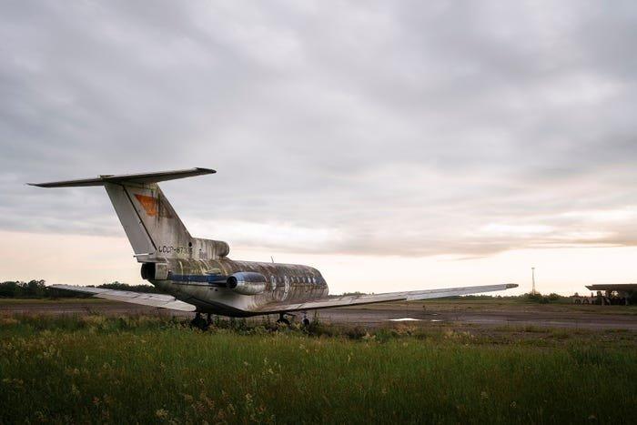 Как выглядит аэропорт, заброшенный 25 лет назад. Фото